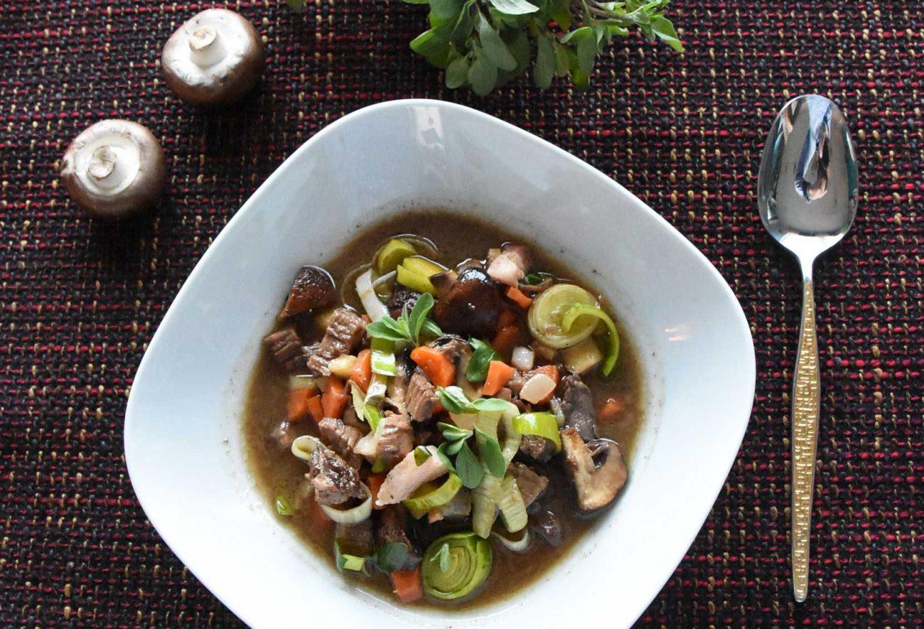 Ochsenschwanz-Suppe mit Rübenkraut