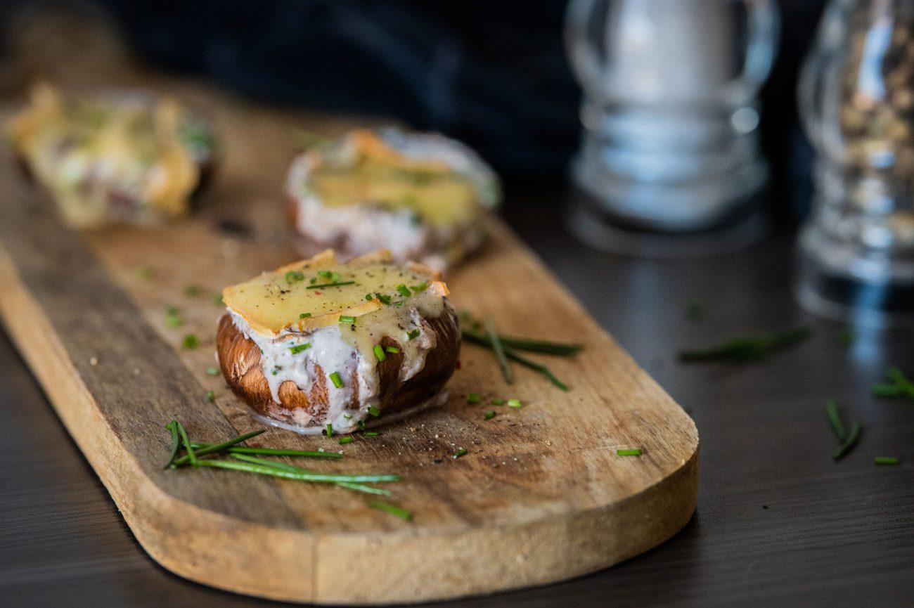 Überbackene Champignons mit Herver Käse