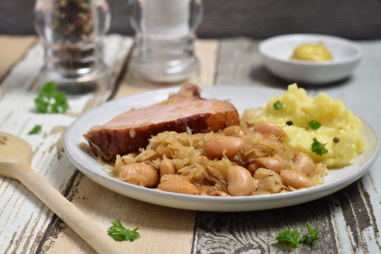 Rheinisches Sauerkraut mit weißen Bohnen