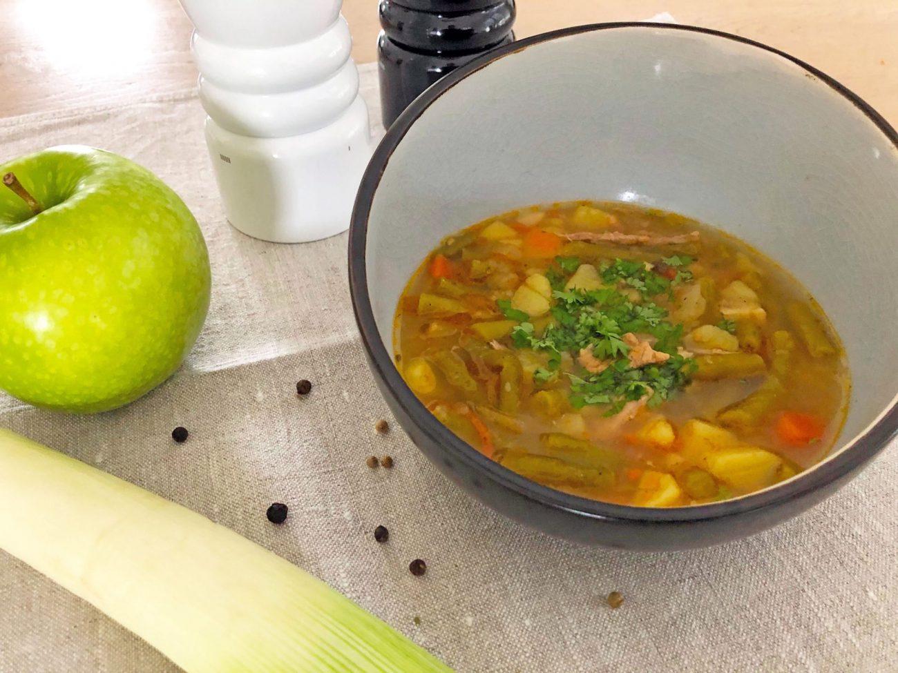 Omas Bohnensuppe