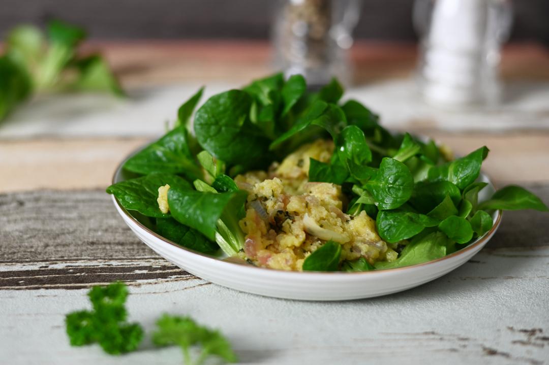 Feldsalat mit warmem Kartoffel-Dip